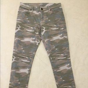 Ann Taylor Loft 27 / 4 Relaxed Skinny Camo Pants